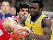 Milos Teodosic and Will Bynum - Olympiacos - Maccabi Elite