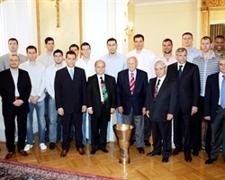 Panathinaikos team with Karolos Papoulias