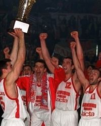 Georgios Sigalas lifts Euroleague trophy in 1997 for Olympiacos