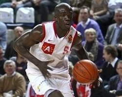 Randy Oveneke signs for Belgacom Spirou (Photo: antwerpgiants.be)