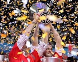 Panayiotis and George Angelopoulos - Olympiacos champ Euroleague 2011-12 - Final Four Istanbul 2012