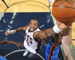Shelden Williams signs with Elan Shalon (Photo: SheldenWilliams.com)
