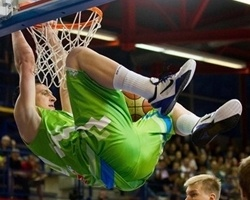 Alen Omic signs with Olimpija