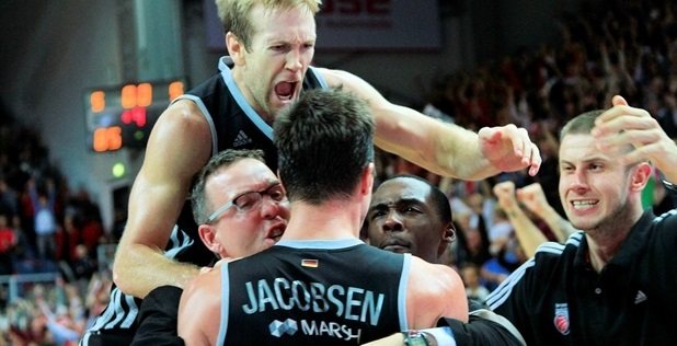 Anton Gavel - Brose Baskets Bamberg celebrates - EB13