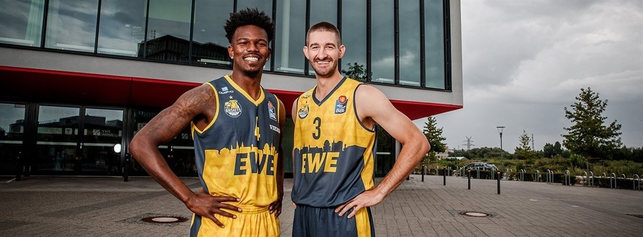 Gerry Blakes and Braydon Hobbs - EWE Baskets Oldenburg in preseason (photo EWE) - EC19