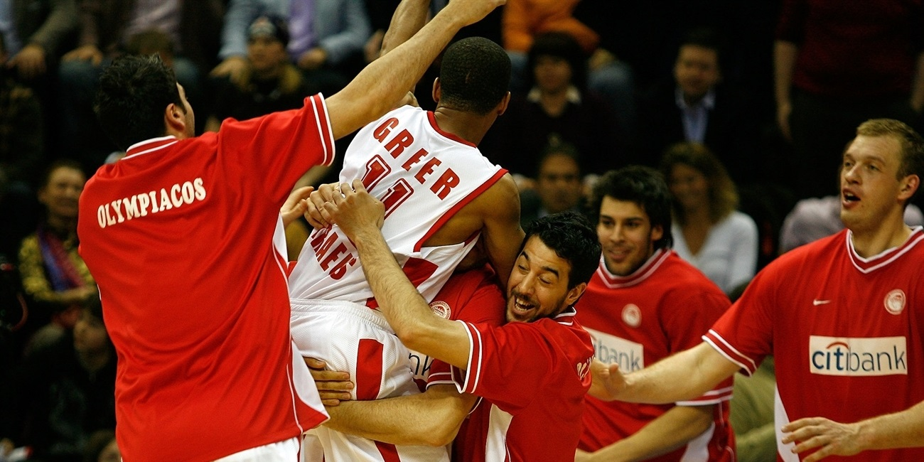 Lynn Greer celebrates - Olympiacos Piraeus - EB10